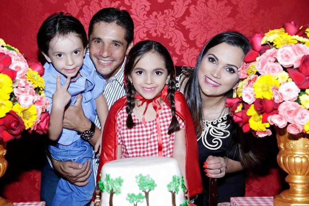 Aline Naves, Júnior César e filhos