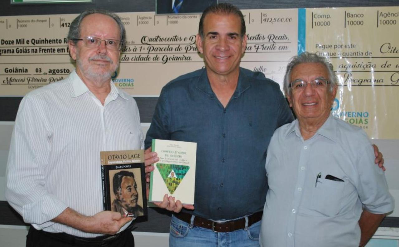 Carlão, prefeito de Goianira, com Jales Naves e Vigilato Porto