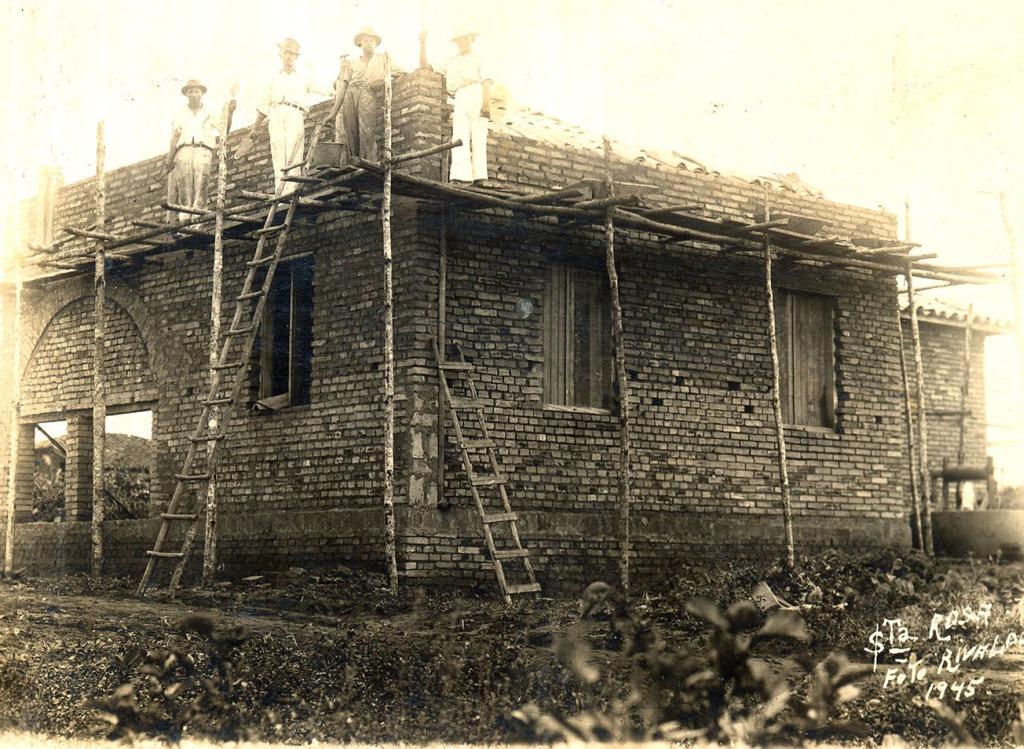A casa, construída em 1945, teve base sólida