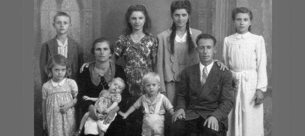 Família de Guido Di Giovannantonio: Maria, Veneranda (de branco) e Natalina (ao centro), ao fundo. As crianças Antonio e Concetta (esq), Alfredo (colo) e Franco, ao centro